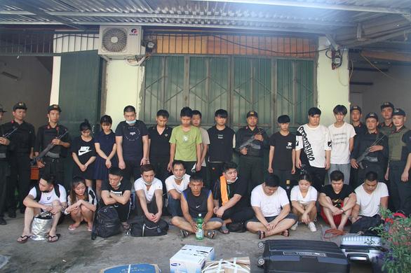 Gần 100 cảnh sát truy bắt 21 người Trung Quốc trốn truy nã ở Lào Cai - Ảnh 1.