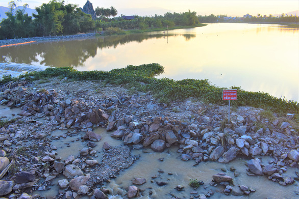 Xây đập ngăn mặn kết hợp làm cầu vượt trên sông Cái Nha Trang - Ảnh 4.