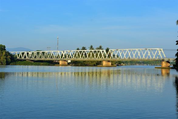 Xây đập ngăn mặn kết hợp làm cầu vượt trên sông Cái Nha Trang - Ảnh 2.