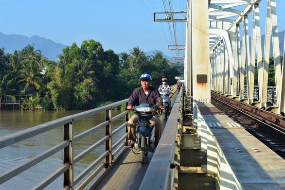 Xây đập ngăn mặn kết hợp làm cầu vượt trên sông Cái Nha Trang - Ảnh 3.