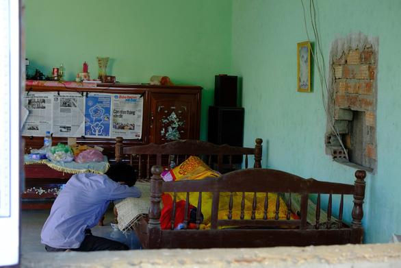 Tang thương xóm nghèo nơi có 3 em nhỏ chết đuối - Ảnh 3.