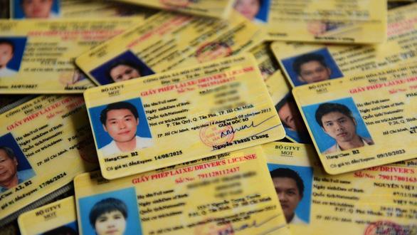 Bộ Công an đề xuất rút thời hạn giấy phép lái xe còn 5 năm: Có lãng phí và phiền hà? - Ảnh 1.
