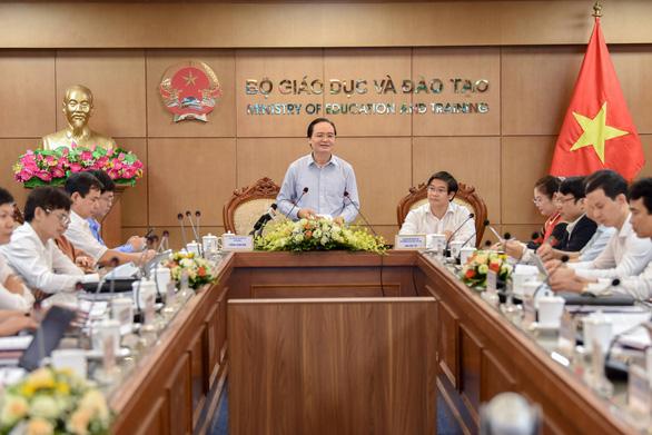 Bộ trưởng Phùng Xuân Nhạ: Một bộ phận giáo viên chưa mạnh dạn đổi mới - Ảnh 1.