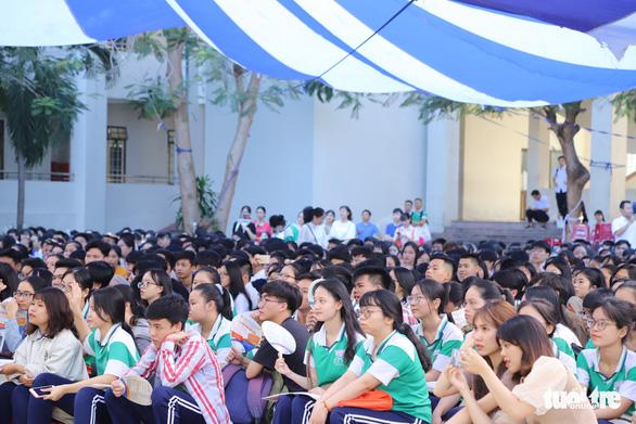 Lấy mẫu xét nghiệm SARS-CoV-2 gần 11.000 thí sinh Đà Nẵng vào ngày 1-9 - Ảnh 1.