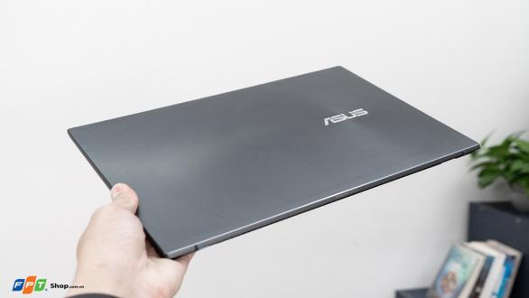 ASUS ZenBook (UM425) - laptop CPU AMD 14inch mỏng nhất thế giới chính thức lên kệ FPT Shop - Ảnh 1.