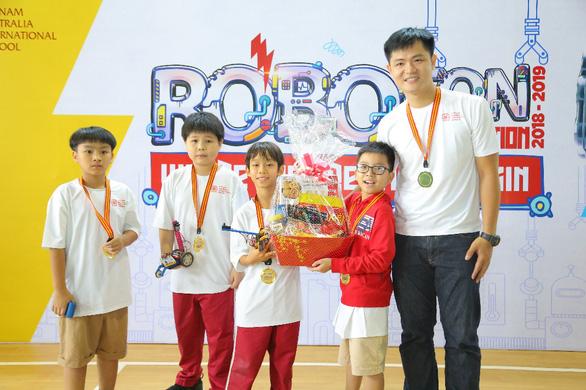 Học sinh Tiểu học VAS đam mê sáng tạo và lập trình robot - Ảnh 1.