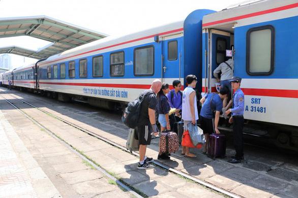 Mở thêm 2 đôi tàu tuyến TP.HCM - Nha Trang dịp Quốc khánh 2-9 - Ảnh 1.