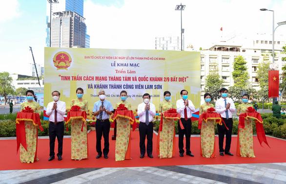 Khánh thành công viên trước Nhà hát TP.HCM, khai mạc ảnh mừng Quốc khánh - Ảnh 2.