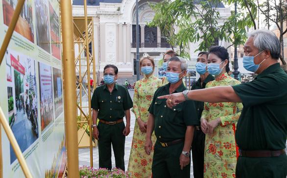 Khánh thành công viên trước Nhà hát TP.HCM, khai mạc ảnh mừng Quốc khánh - Ảnh 6.