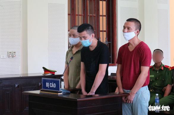 Từ Trung Quốc sang Việt Nam đánh cắp dữ liệu ATM, rút gần 300 triệu của 29 người - Ảnh 1.