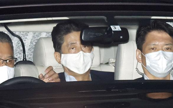 Nhật bác tin đồn ông Shinzo Abe rời ghế thủ tướng vì sức khỏe yếu - Ảnh 1.