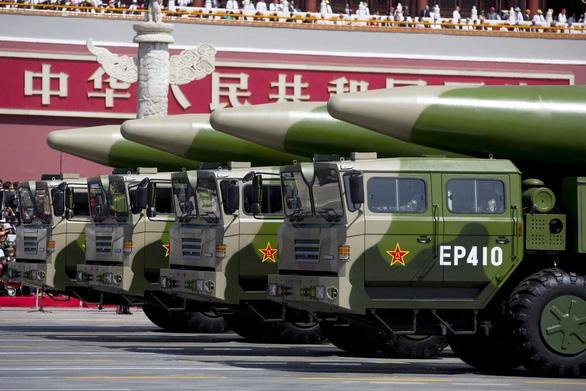 Trung Quốc phóng hai tên lửa ra Biển Đông để cảnh báo Mỹ? - Ảnh 1.