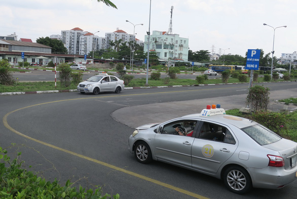 Đề xuất giảm thời hạn giấy phép lái xe còn 5 năm: Để quản lý tốt hơn sức khỏe lái xe? - Ảnh 1.