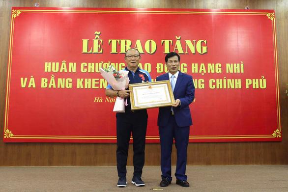 HLV Park Hang Seo: Cảm ơn nhân dân Việt Nam đã trao huân chương này cho tôi - Ảnh 1.