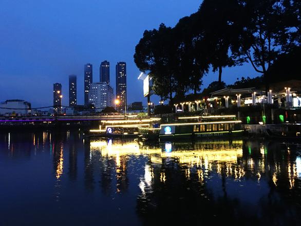 Ngắm Sài Gòn trong hoàng hôn bằng buýt mui trần hoặc du thuyền trên sông - Ảnh 6.