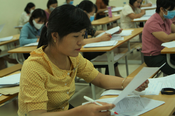 Môn văn chỉ có 2 điểm 10, một thí sinh ở Nam Định có bài thi dài 12 trang - Ảnh 1.