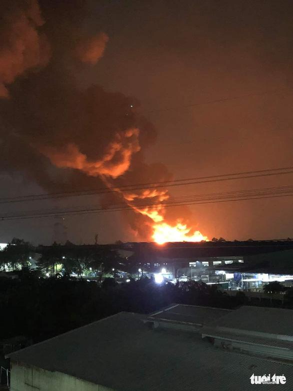 Khoảng 4.000m2 kho hàng gia dụng Công ty Sunhouse Miền Nam bị thiêu rụi - Ảnh 3.