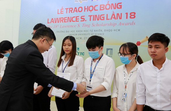 Trao 13 suất học bổng Lawrence S. Ting cho sinh viên vượt khó - Ảnh 2.