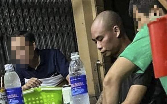 Bắt được nghi phạm nổ súng bắn gục đôi nam nữ chạy xe máy trên đường ở Thái Nguyên - Ảnh 1.