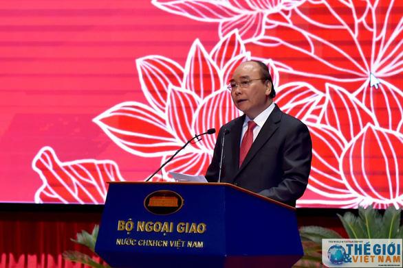 Thủ tướng Nguyễn Xuân Phúc: Ngành ngoại giao tự hào nhưng không được tự mãn - Ảnh 1.