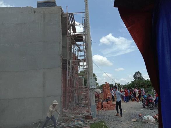 Tai nạn tại công trình nhà đang xây, 2 người chết - Ảnh 1.