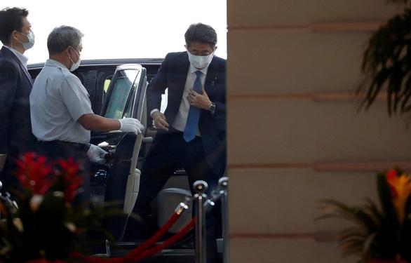 Thủ tướng Nhật Shinzo Abe tuyên bố từ chức: 'Tôi xin lỗi người dân từ tận đáy lòng' - Ảnh 4.