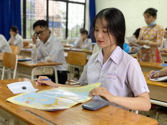 Nhiều đại học có điểm sàn xét tuyển 18 - Ảnh 1.
