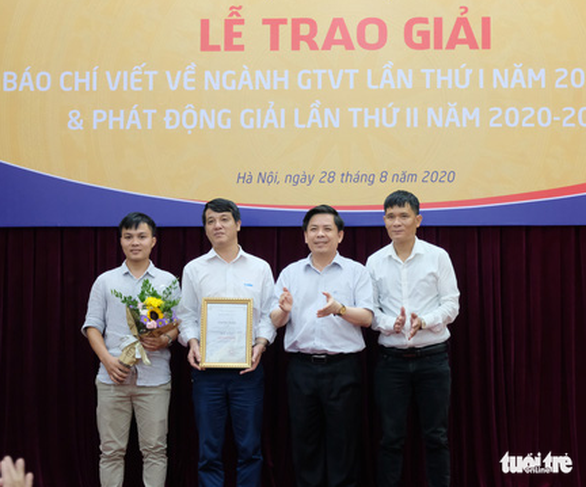 Báo Tuổi Trẻ đoạt giải nhất báo chí viết về ngành giao thông vận tải - Ảnh 1.