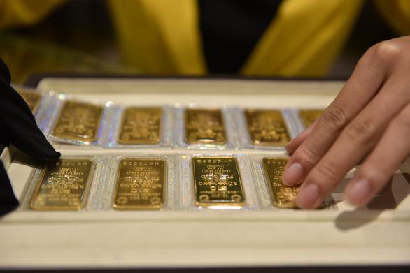 Giá vàng thế giới, trong nước đều lùi, xu hướng giảm sâu rồi tăng lại? - Ảnh 1.
