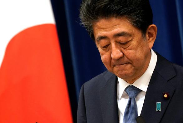 Thủ tướng Nhật Shinzo Abe tuyên bố từ chức: 'Tôi xin lỗi người dân từ tận đáy lòng' - Ảnh 1.
