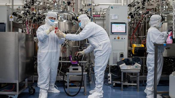 Trung Quốc bắt đầu sản xuất đại trà vắc xin ngừa COVID-19 - Ảnh 4.