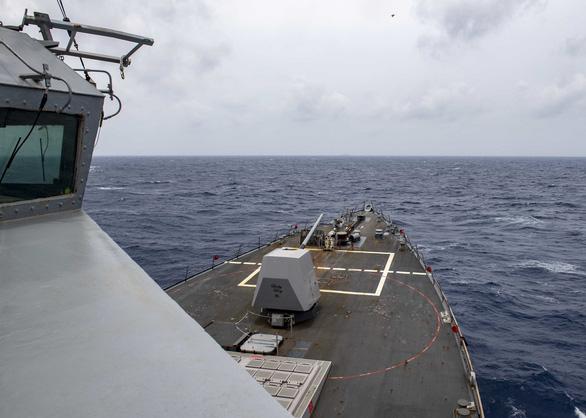 Mỹ lên án Trung Quốc bắn tên lửa ra Biển Đông, điều tàu áp sát Hoàng Sa - Ảnh 1.