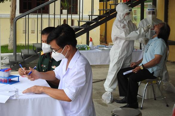Xét nghiệm COVID-19 đại diện gia đình trên toàn Đà Nẵng - Ảnh 1.