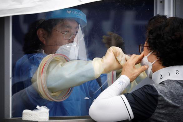 Dịch COVID-19 ngày 29-8: Hàn Quốc áp đặt nhiều hạn chế, Mỹ có ca tái nhiễm đầu tiên - Ảnh 2.