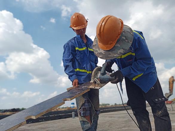 Cuối tháng 12 phải xong dự án nâng cấp đường băng Tân Sơn Nhất - Ảnh 2.