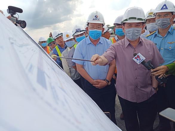 Cuối tháng 12 phải xong dự án nâng cấp đường băng Tân Sơn Nhất - Ảnh 1.