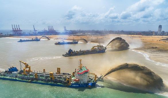 Nhiều nước lo lắng khi tập đoàn xây dựng Trung Quốc bị Mỹ trừng phạt - Ảnh 1.