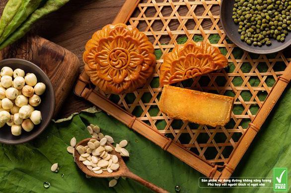 Bánh trung thu ít ngọt nhờ đường Isomalt cho mùa trăng thanh tao - Ảnh 2.