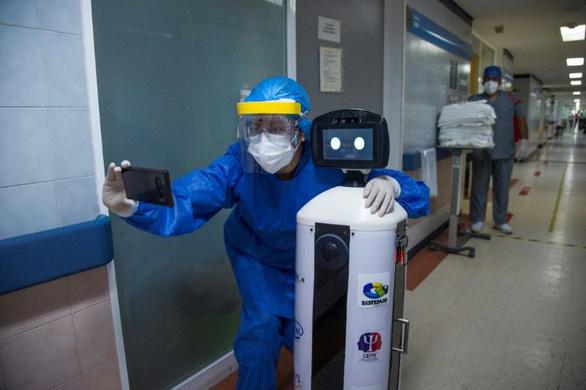 Robot chữa nỗi buồn cách ly cho bệnh nhân COVID-19 - Ảnh 1.