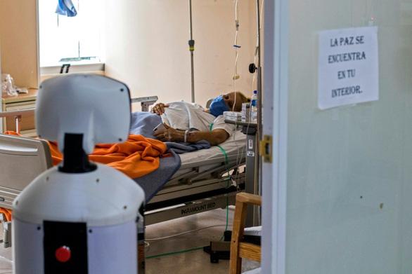 Robot chữa nỗi buồn cách ly cho bệnh nhân COVID-19 - Ảnh 2.