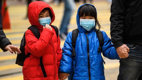Trẻ em không miễn nhiễm với COVID-19, chỉ là triệu chứng chậm bộc lộ - Ảnh 1.