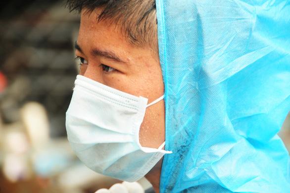 Phòng hóa Quân khu 5 phun khử trùng dập dịch tại điểm nóng Quảng Nam - Ảnh 9.
