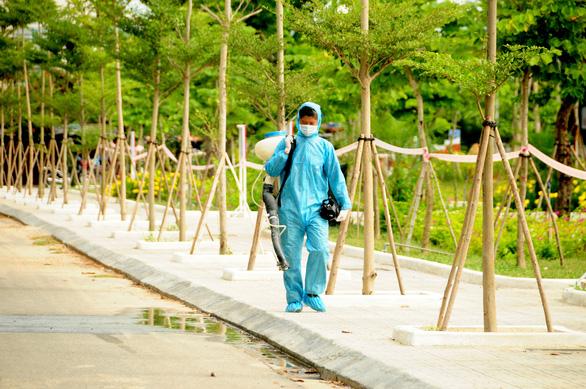 Phòng hóa Quân khu 5 phun khử trùng dập dịch tại điểm nóng Quảng Nam - Ảnh 10.
