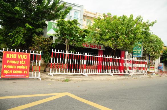 Phòng hóa Quân khu 5 phun khử trùng dập dịch tại điểm nóng Quảng Nam - Ảnh 12.