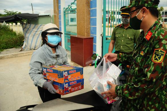 Phòng hóa Quân khu 5 phun khử trùng dập dịch tại điểm nóng Quảng Nam - Ảnh 13.