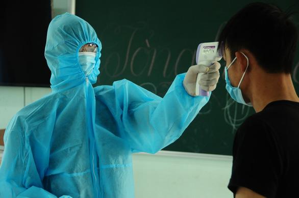 Phòng hóa Quân khu 5 phun khử trùng dập dịch tại điểm nóng Quảng Nam - Ảnh 14.