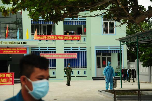 Phòng hóa Quân khu 5 phun khử trùng dập dịch tại điểm nóng Quảng Nam - Ảnh 15.