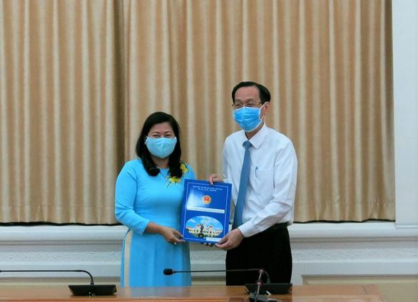 Bà Nguyễn Thị Hồng Thắm làm phó giám đốc Sở Nội Vụ TP.HCM - Ảnh 1.