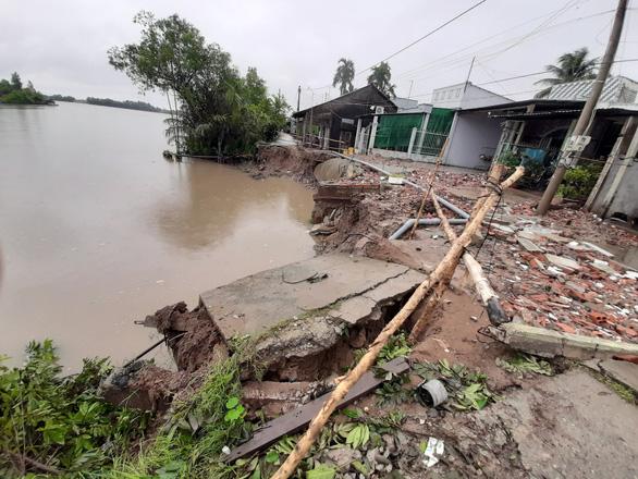 Dông lốc phá hơn 200 căn nhà ở Cần Thơ và Sóc Trăng - Ảnh 1.