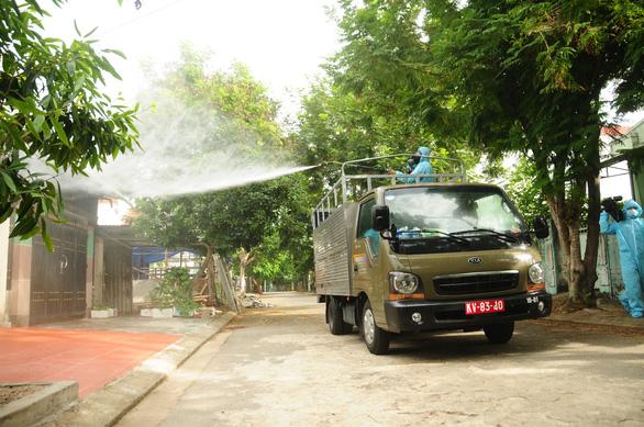 Phòng hóa Quân khu 5 phun khử trùng dập dịch tại điểm nóng Quảng Nam - Ảnh 7.